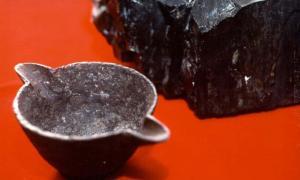 Esta olla de hierro es supuestamente un OOPArt que se encuentra en el carbón.
