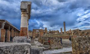 Las bombas de Pompeya sin explotar de la Segunda Guerra Mundial pueden esconderse en las antiguas ruinas. Fuente: Evdoha / Adobe Stock.
