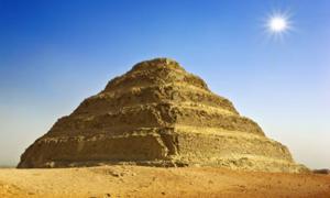 La pirámide escalonada del rey Djoser, ¿incluye un camino a la otra vida? Fuente: WitR / Adobe Stock.