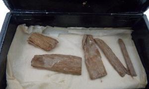 El hallazgo inesperado de la reliquia de la pirámide de Dixon fue descubierto en Aberdeen dentro de una caja de puros. Los fragmentos de madera de cedro fueron descubiertos originalmente en 1872 por el ingeniero británico Waynman Dixon, antes de ser extraviados y aparentemente perdidos en la historia.