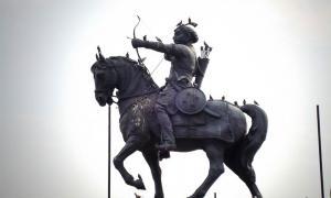 Una estatua de Prithviraja III en Qila Rai Pithora en Delhi Fuente: CC BY SA 3.0