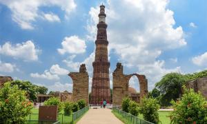 Qutub Minar, el minarete de ladrillos más alto del mundo, Nueva Delhi, India.