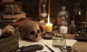 Las cosas que un alquimista usó como buscador de alquimia desconocido de la Puerta alquímica de Rivodutri probablemente también usó.
