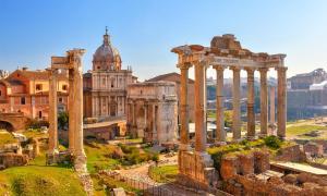 El Foro, ruinas romanas Fuente: sborisov / Adobe Stock