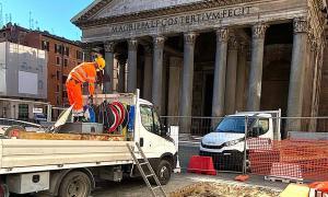 Se descubrió un antiguo piso imperial en el último sumidero de Roma, justo en frente del Panteón. Fuente: Virginia Raggi