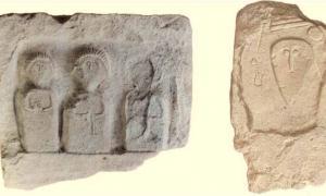 Dos de las lápidas distintivas encontradas en la necrópolis escita de Crimea, lo que sugiere que las personas enterradas aquí tenían un estatus de élite.