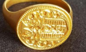 el anillo de oro de 350 años que se encuentra en la orilla del lago de Loch Lomond en Escocia. Fuente: Dix Noonan Webb