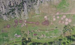 este sitio de la Edad del Bronce en Xinjiang, China, puede ayudar a los investigadores a descubrir más sobre los orígenes de la Ruta de la Seda. Fuente: CCTV