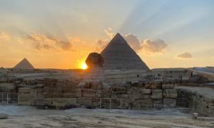 Puesta de sol sobre el hombro derecho de la Esfinge. Fuente: Ministerio de Antigüedades.