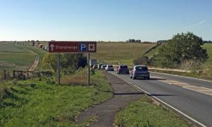 Se supone que el túnel Stonehenge ayuda al tráfico en el área. El A303 está en primer plano. Fuente: diamond geezer / CC BY-NC-ND 2.0