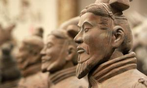 Guerreros de terracota de la tumba del primer emperador, China. Crédito: Lukas Hlavac / Adobe Stock