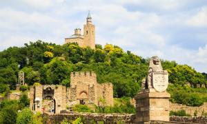 : Fortaleza de los zarverets en Veliko Tarnovo, Bulgaria Fuente: Ongala/ Adobe Stock
