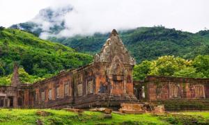 : Las ruinas del santuario del templo en Vat Phou, Laos Fuente: Peera / Adobe stock
