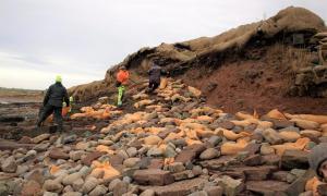 Se continúa trabajando para proteger el frágil sitio de entierro vikingo en Newark Bay, Orkney. Fuente: Amanda Brend / ORCA