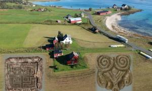 Los artefactos descubiertos por Tor-Kjetil Krokmyrdal en la granja Sandtorg, que se cree que alguna vez fue una estación comercial vikinga, incluyen objetos de origen oriental (a la izquierda) y de las Islas Británicas (a la derecha).