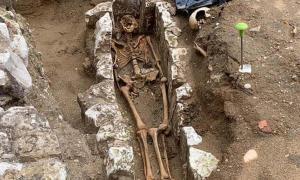 """Uno de los descubrimientos más emocionantes realizados durante la excavación de la Gran Sacristía en la Abadía de Westminster es el esqueleto de un monje en """"condiciones extraordinarias"""", que podría contener valiosos datos arqueológicos."""
