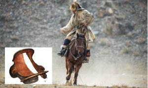 la silla de madera pertenecía a un guerrero nómada de Rouran. Fuente: Vlad Sokolovsky/ Adobe Stock. Recuadro; Nikolai Seregin / CC BY-SA 4.0)