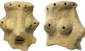Un profesor de arqueología ha hecho una afirmación controvertida de que una cabeza de arcilla de 3.000 años de antigüedad, encontrada en Khirbet Qeiyafa en Israel, es un ídolo de Yahweh que representa al dios judío Yahweh. Fuente: Clara Amit / Autoridad de Antigüedades de Israel