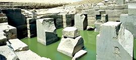 Portada - El Osirión visto en dirección noroeste, Templo de Seti I, Abidos, Egipto. (Roland Unger/GNU Free)