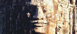 Portada-Detalle de la puerta sur de Angkor Thom. (Wikimedia Commons)