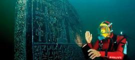 Portada - Estela perteneciente a Heracleion, antigua ciudad sumergida en la desembocadura del río Nilo, Egipto. (Fotografía: La Gran Época/Universidad de Oxford)