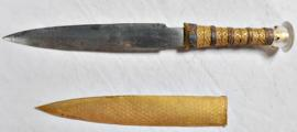 Portada - Daga del ajuar funerario de Tutankamón forjada con hierro procedente de un meteorito. (DaniellaComelli/Universidad de Pisa)