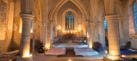 Portada - 'Champing' en la Iglesia de Todos los Santos de Aldwincle, condado de Northamptonshire. (Fotografía: Churches Conservation Trust)