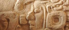 Portada - Detalle de la Estela 1, Fragmento 1, anverso. La Corona, Guatemala. Fuente: David Stuart
