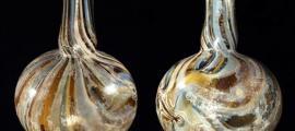 portada: Unguentarium romano piriforme de vidrio jaspeado (Wikimedia Commons)