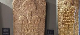 """La estela apodada por algunos como el """"astronauta de Casar"""" se exhibe en el Museo de Cáceres, Cáceres, España"""