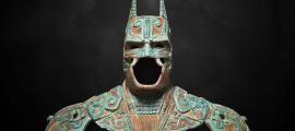 Traje Batman de estilo maya de Camazotz creado por el diseñador mexicano Kimbal, Batman Exhabition, 2015. Fuente: Kimbal Design