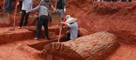 La foto tomada el 17 de mayo de 2020 muestra el sitio de excavación de la tumba de la antigua pareja china que data de la dinastía Song del Norte (960-1127) en la aldea de Nanfentang, municipio de Batang, ciudad de Ningxiang, provincia de Hunan, en el centro de China. Fuente: Xinhua/ Liu Jing