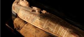 El sarcófago de la antigua mujer egipcia Ta-Kr-Hb, donde se encontraron las obras de arte de la diosa. Fuente: Museo y Galería de Arte de Perth / Culture Perth and Kinross