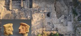 El sitio de excavación del templo de la Edad de Hierro Tel Motza en Jerusalén. Fuente: Skyview / Israel Antiquities Authority. Inset: Unafigura de gente encontrada en Tel Motza. Fuente: Clara Amit / Israel Antiquities Authority