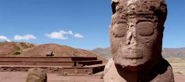 Tiahuanaco (Tiahuanaco), sitio arqueológico precolombino, Bolivia Fuente: worldwonders/ Adobe Stock