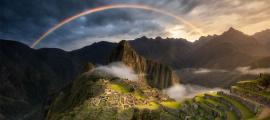 """¿Acaso el arco iris sobre Machu Picchu termina en la """"olla de oro"""" perdida hace mucho tiempo que es Paititi, la última ciudad de los incas?"""