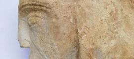 Talla de piedra que se cree que es de la reina Leonor de Aquitania. Fuente: Milton Keynes Council.