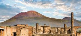 Monte Vesubio y Pompeya. Fuente: dbvirago/ Adobe Stock.