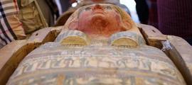 El sarcófago encontrado en la tumba del antiguo soldado egipcio; La mayor tumba excavada en la roca encontrada hasta la fecha en Tebas.