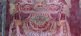 Foto de un mural en el recinto de Tetitla, 500 yardas (500 metros) al oeste de la Avenida de los Muertos, que muestra a la Mujer Araña o Gran Diosa de Teotihuacán. Las imágenes a los lados que provienen de sus manos / brazos simbolizan abundancia y prosperidad. (Dominio público / CC BY 2.0)