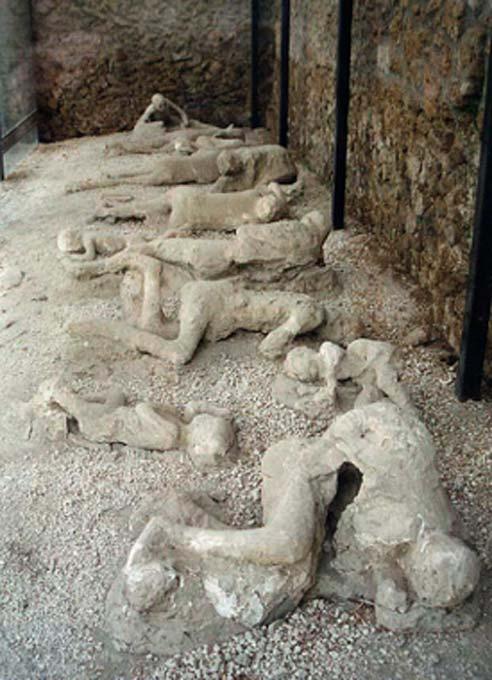 Las víctimas de Pompeya fueron encerradas en la ceniza volcánica. Las bombas de Pompeya están escondidas en cenizas volcánicas. (Hohum / CC BY-SA 3.0)