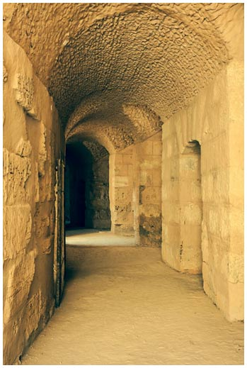 Ejemplo de túnel por el que los gladiadores accedían a un coliseo. Éste es el del mayor coliseo de África del Norte. El Jem, Túnez.
