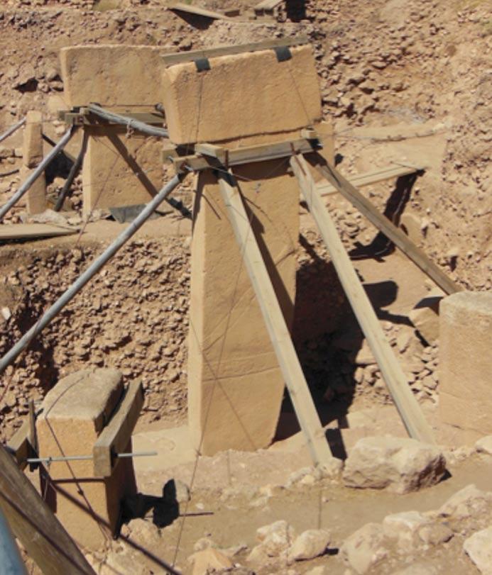 Fig. 2: Los pilares centrales gemelos del Recinto D de Göbekli Tepe. Foto: Andrew Collins.