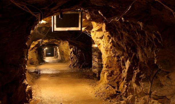 """Túnel subterráneo bajo el castillo polaco de Ksiaz, parte del proyecto """"Riese"""" de la Alemania Nazi (Ministerio de Asuntos Exteriores de Polonia / Flickr)"""