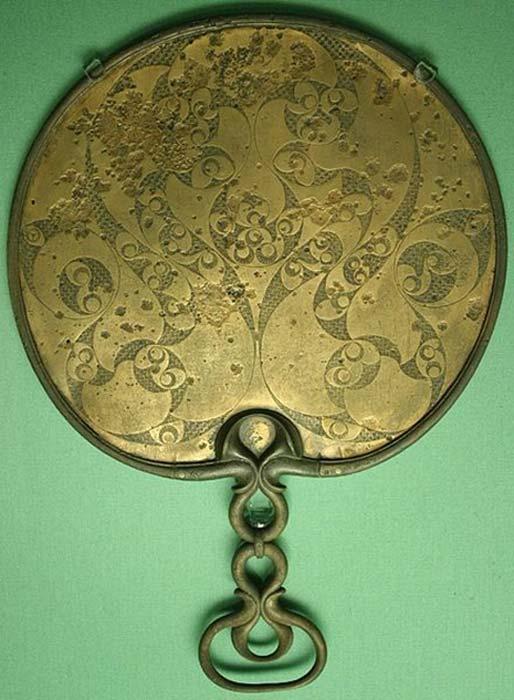 El reverso de un espejo celta de bronce del 50 a.C. (Rotatebot /Dominio público)