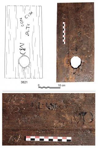 Marcas de marcas comerciales de vino en las barricas de vino romanas encontradas en Reims, Francia. (J.-J. Bigot (arriba); F. Moiret (abajo) / Inrap)